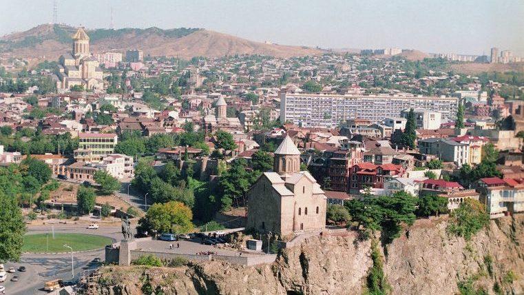 В Грузии начали собирать подписи для поправок в Конституцию