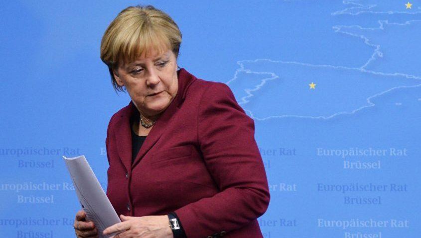 Меркель в борьбе за пост канцлера обгоняет Шульца на 15%, показал опрос