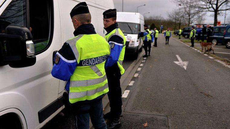 Во Франции трех подростков задержали