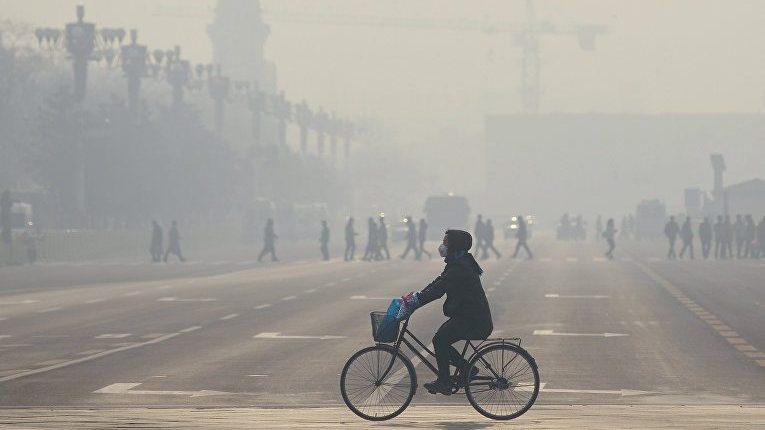 В Пекине уровень загрязнения воздуха резко первысил безопасный показатель