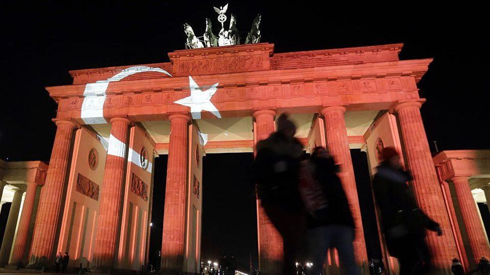 Таблоид Bild сообщает, что два генерала, которые являются гражданами Турции запросили убежище в немецком городе Франкфурт-на-Майне.