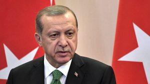 Президент Турции Тайип Эрдоган выступил на внеочередном съезде правящей Партии справедливости и развития (ПСР).