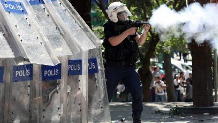 Слезоточивый газ и резиновые пули были главным оружием полиции