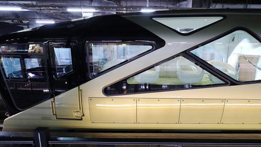 Поезд для туристов в Японии