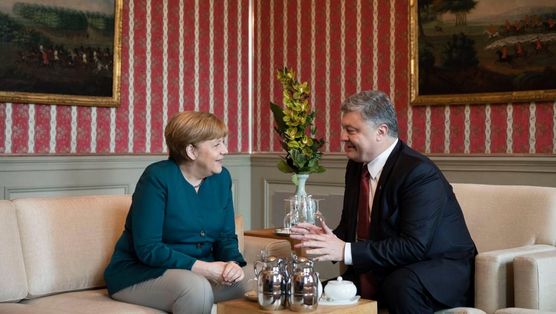 Порошенко поделился итогами беседы с Меркель