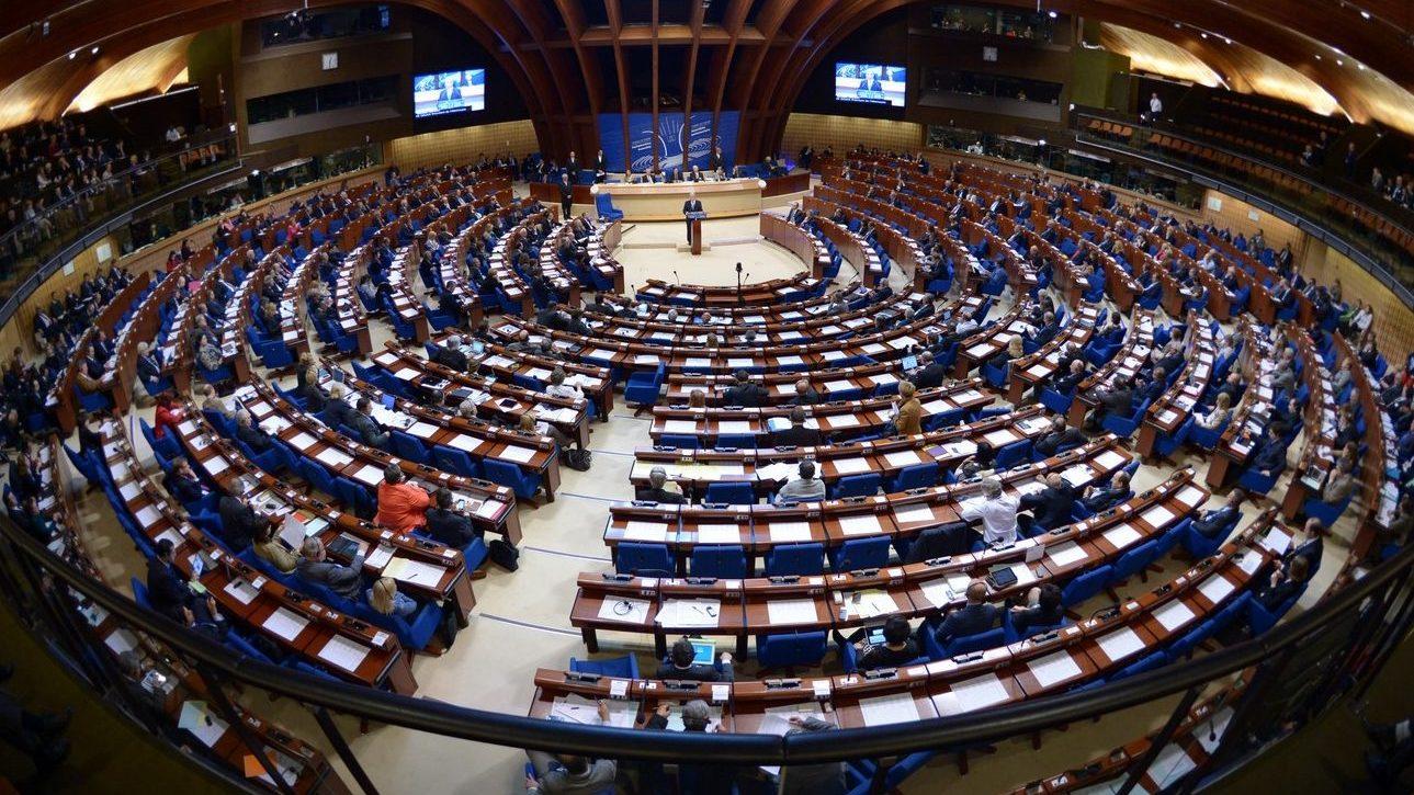 приостановить уплату взносов в Парламентскую ассамблею Совета Европы
