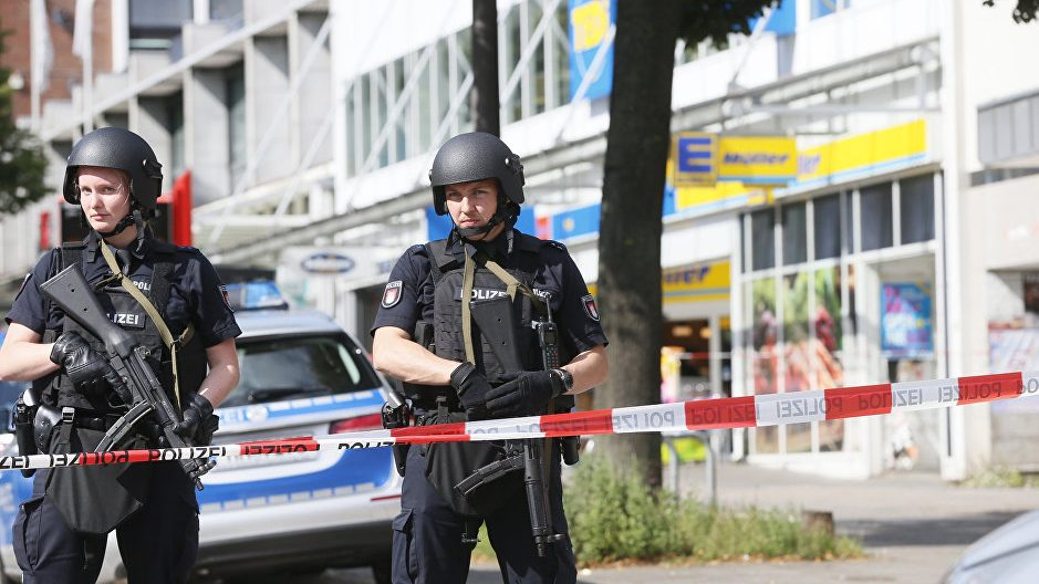 В магазине на посетителей напал мужчина с ножом