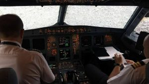Пилот из Украины смог посадить самолёт с разбитым стеклом и при отсутствии видимости