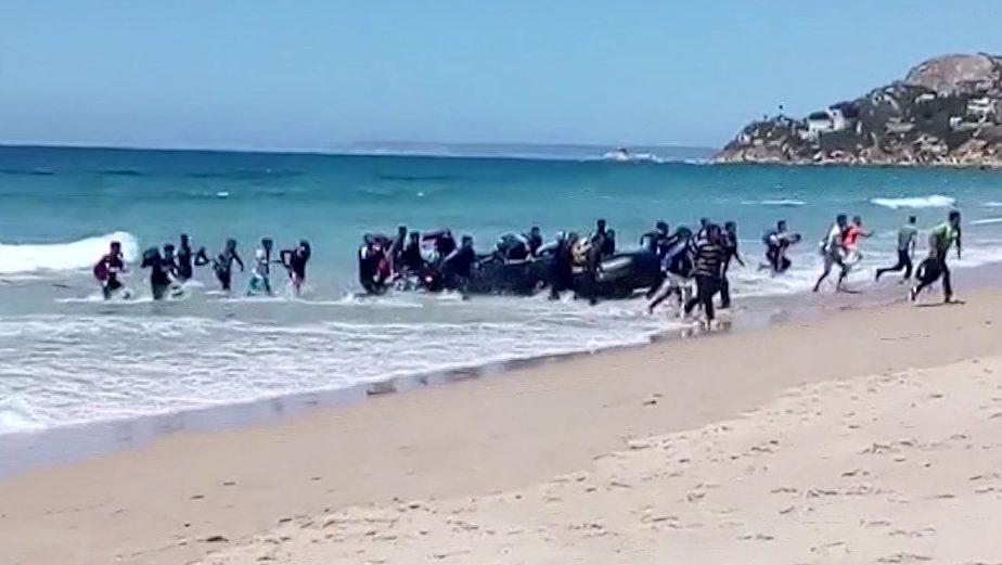 Около 340 мигрантов