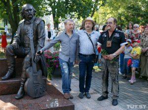 Памятник Мулявину