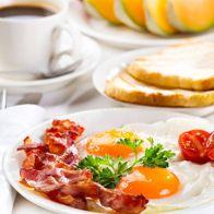 завтракают