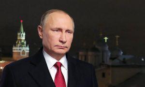 поздравляет россиян с Новым 2018 годом
