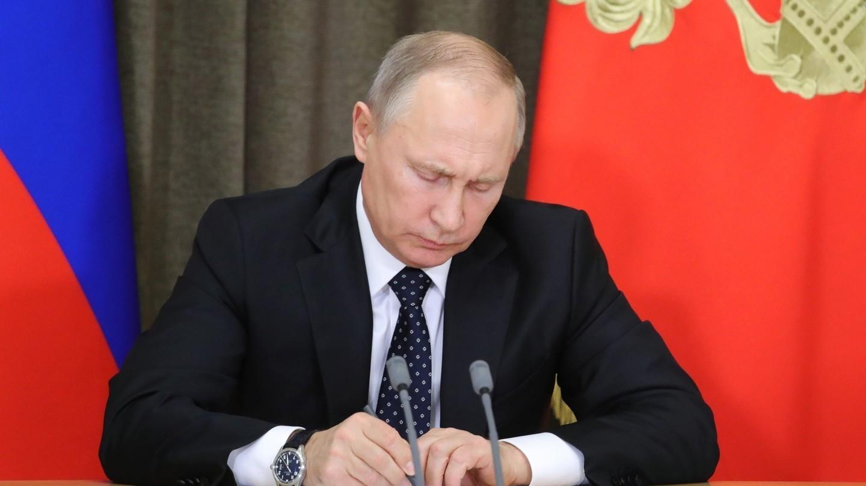 Путин подписал указ о снижении зарплаты президента РФ в ...
