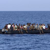 130 мигрантов