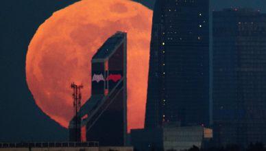 увидеть Кровавую Луну