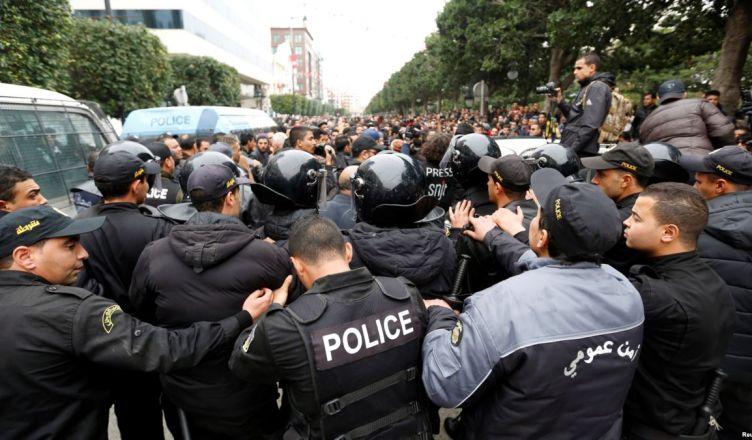 протестов
