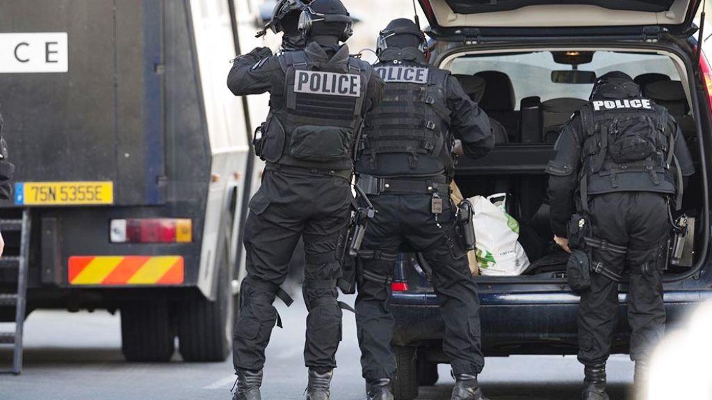 В Париже зарезали четырех полицейских