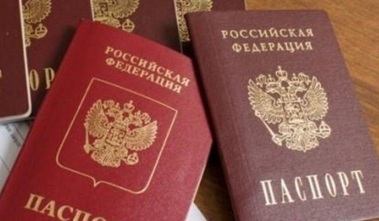 С российскими паспортами
