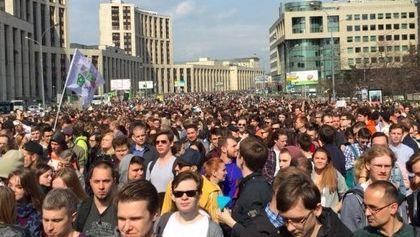 Около 750 человек