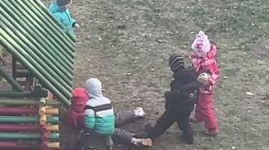 избили девочку