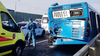 самосвал и автобус