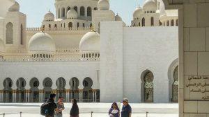 из Абу-Даби