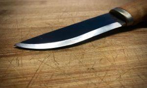 Ножом