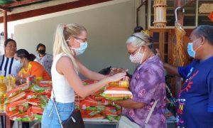 Российские волонтеры получили награды в Таиланде за поддержку сограждан во время пандемии