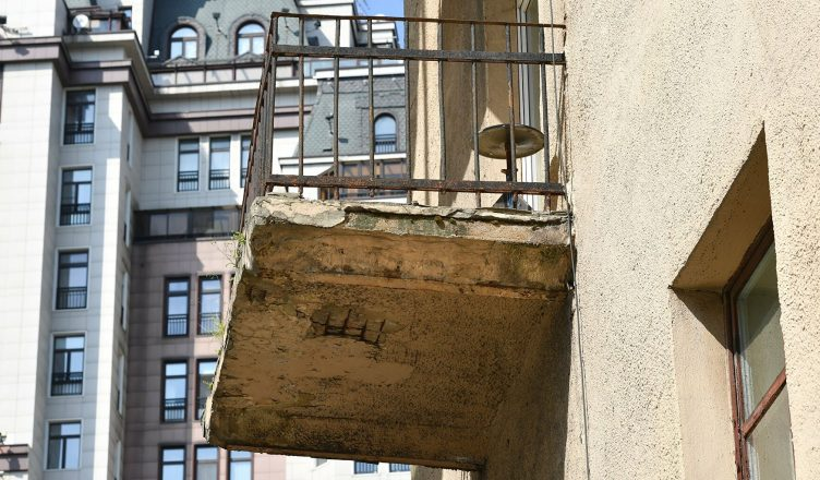 обвалился балкон