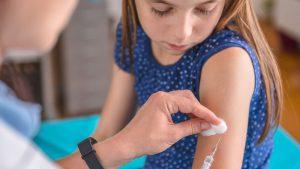 вакцинацию подростков